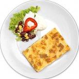frisch gebackener Zwiebelkuchen mit Salatbeilage
